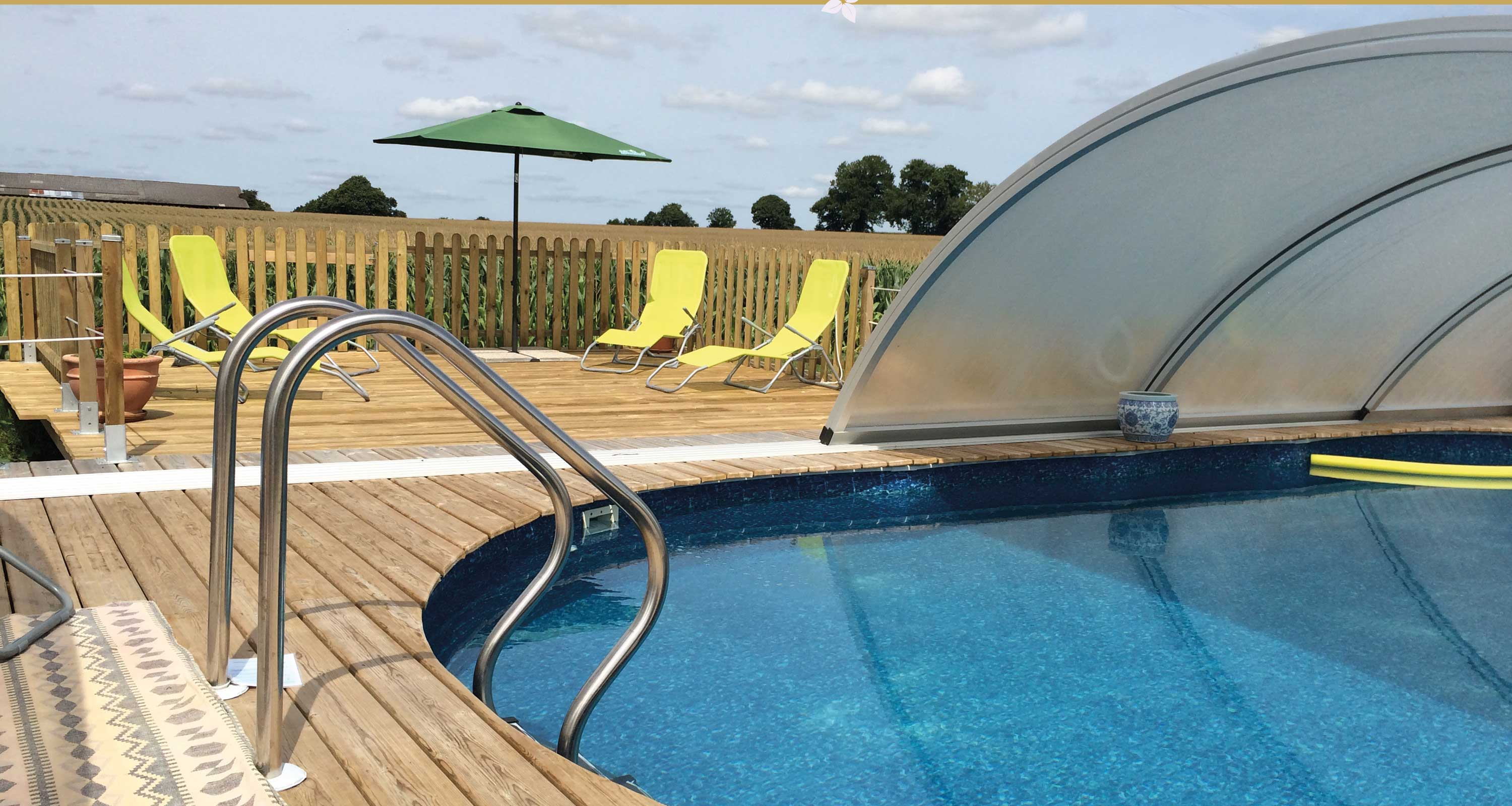 Holiday let with swimming pool in France